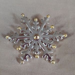 Vintage Snowflake Broche Pin. Silver & Gold Toned